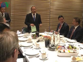 Thủ tướng đối thoại với nhiều lãnh đạo doanh nghiệp lớn trên thế giới