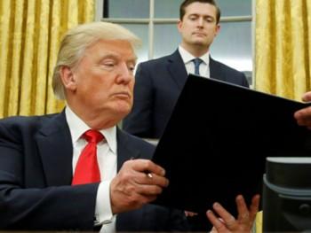 ong trump ky sac lenh dau tien danh obamacare