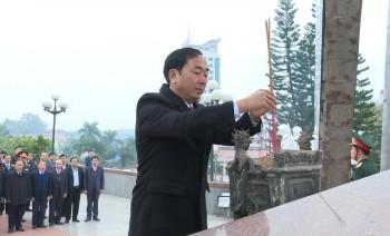 Lãnh đạo Tỉnh Thái Nguyên dâng hương tưởng nhớ Chủ tịch Hồ Chí Minh và các anh hùng liệt sỹ