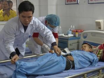 Bệnh viện Trung ương Thái Nguyên phẫu thuật thành công cho một bệnh nhi bị dập nát lòng bàn tay
