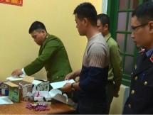 cong an huyen phu binh bat 3 doi tuong buon ban phao no