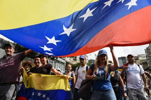 viet nam quan tam theo doi va mong muon venezuela hoa binh on dinh