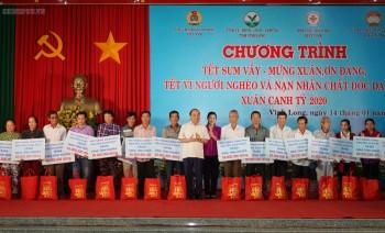 thu tuong du chuong trinh tet sum vay voi nguoi ngheo tai vinh long