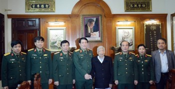 dai tuong luong cuong tham chuc tet cac dong chi nguyen lanh dao dang va tong cuc chinh tri