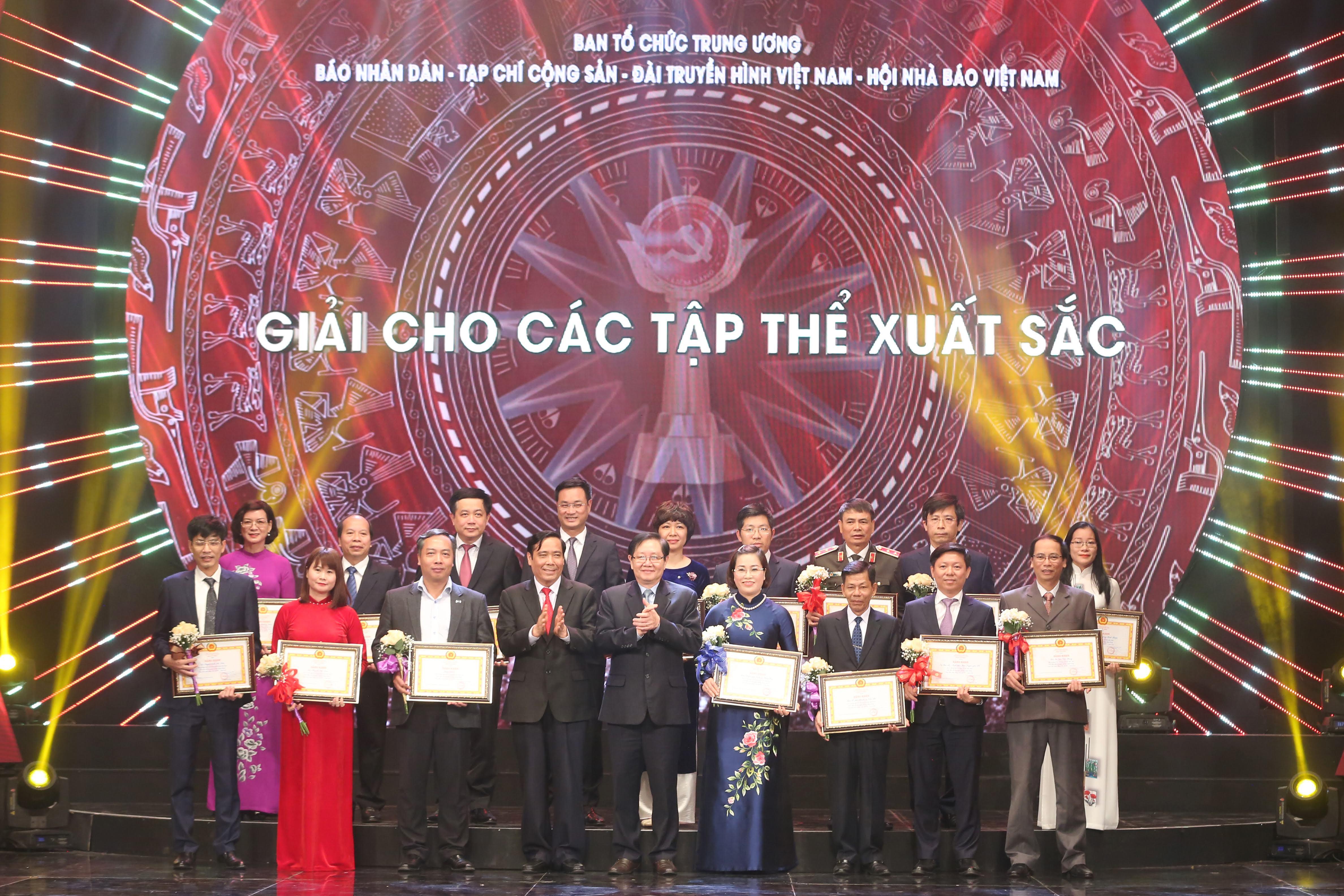 le trao giai bao chi toan quoc bua liem vang 2019