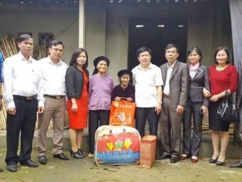 Tặng quà gia đình có hoàn cảnh khó khăn tại xã Nga My, Phú Bình
