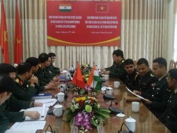 Đoàn sĩ quan trẻ Ấn Độ thăm và trao đổi kinh nghiệm tại Trung đoàn Bộ binh 692