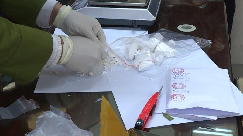 Thái Nguyên: Bắt quả tang đối tượng mua bán trái phép 01 bánh hêrôin
