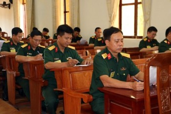 binh chung tang thiet giap khai mac hoi thi can bo giang day chinh tri nam 2018