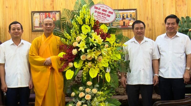 lanh dao tinh chuc mung le phat dan nam 2018