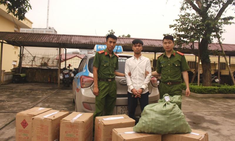 Phú Lương: Bắt đối tượng vận chuyển 165 kg pháo