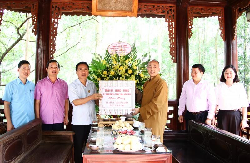 lanh dao tinh chuc mung dai le phat dan 2019 phat lich 2563