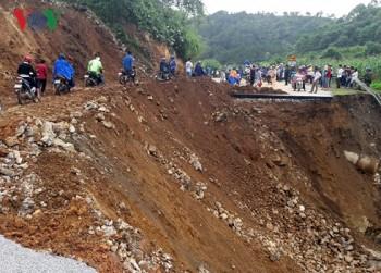 Lai Châu tiếp tục thông tạm các tuyến Quốc lộ 4D và 12
