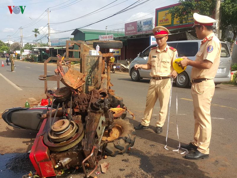 xe cong nong gay truc tong xe may 7 nguoi trong thuong