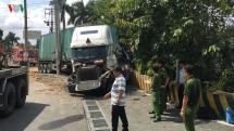container lao vao xe o to 4 cho 5 nguoi tu vong thuong tam