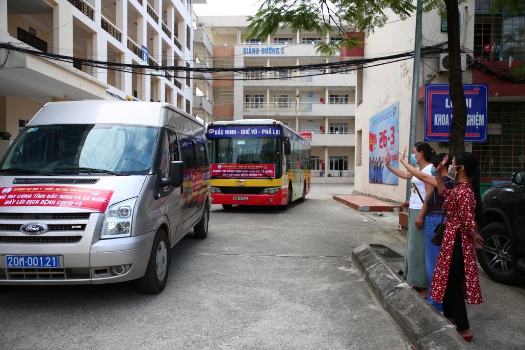 [Photo] Tâm sự nữ sinh tình nguyện lên đường tới tâm dịch Bắc Ninh