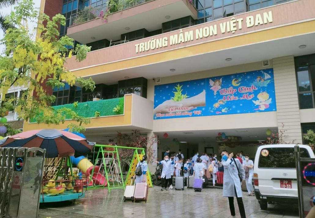 Nữ sinh tình nguyện tham gia chống dịch tại tâm dịch Bắc Ninh