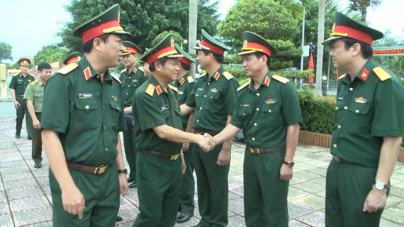 Phó Chủ tịch Quốc hội Đỗ Bá Tỵ thăm, làm việc tại Bộ Tư lệnh Quân khu 1