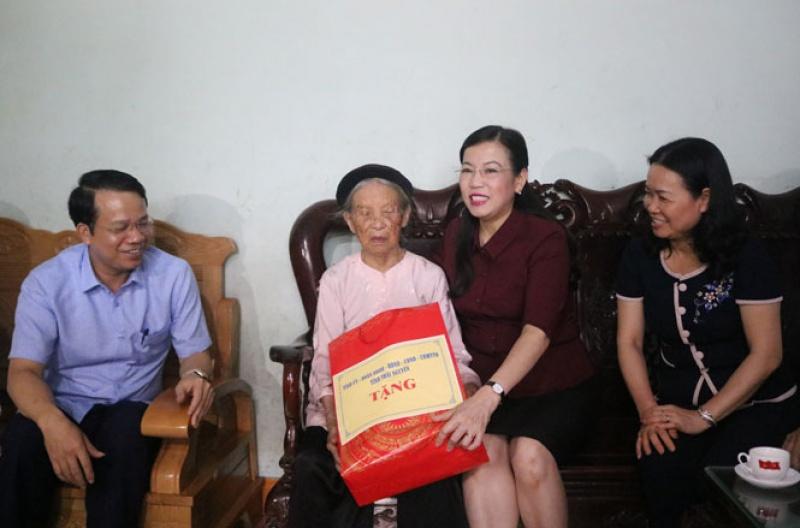 Lãnh đạo tỉnh Thái Nguyên thăm, tặng quà các thương, bệnh binh, gia đình chính sách