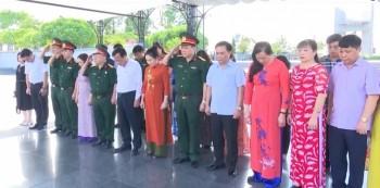Đoàn đại biểu tỉnh Thái Nguyên tưởng niệm các Anh hùng liệt sỹ tại tỉnh Quảng Bình, Quảng Trị