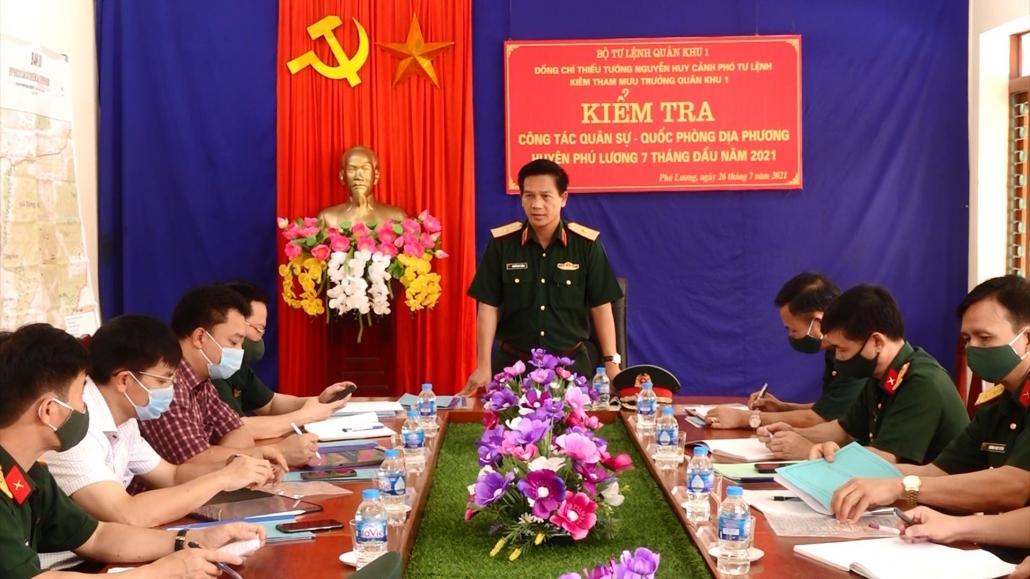 Kiểm tra công tác quốc phòng, quân sự địa phương tại huyện Phú Lương