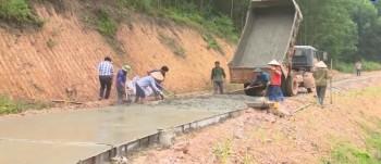 Phú Bình đẩy nhanh phân bổ xi măng xây dựng nông thôn mới