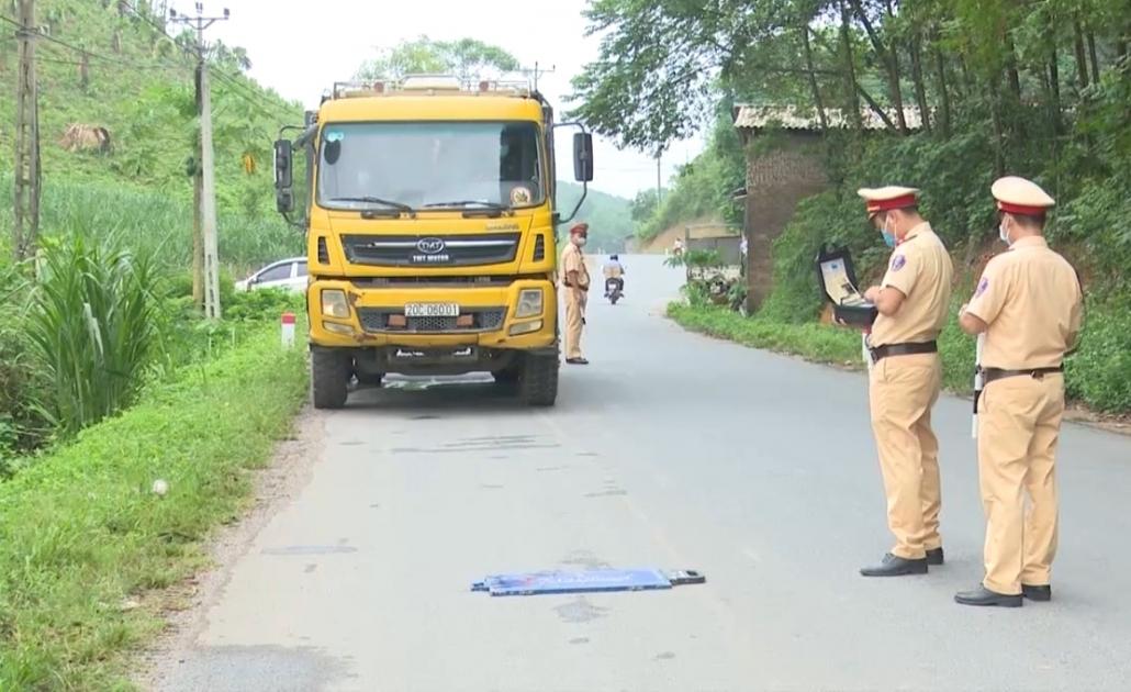 Xử lý xe quá tải trên tuyến đường Hóa Thượng - Hòa Bình