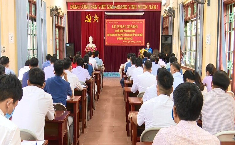Phú Bình thực hiện đồng bộ công tác luân chuyển cán bộ cấp xã