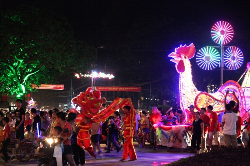 Thái Nguyên: Sôi nổi đêm Hội trăng rằm