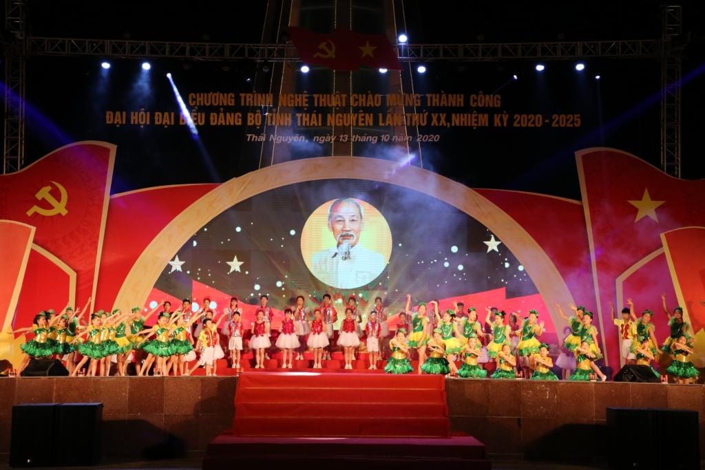 [Photo] Chương trình nghệ thuật chào mừng thành công Đại hội đại biểu Đảng bộ tỉnh Thái Nguyên lần thứ XX