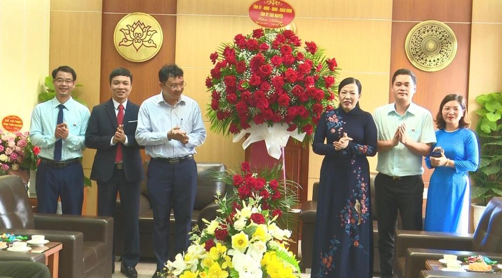 Kỷ niệm 90 năm ngày truyền thống Văn phòng Cấp ủy