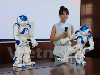 truong dai hoc viet nam dua robot vao giang day nghien cuu