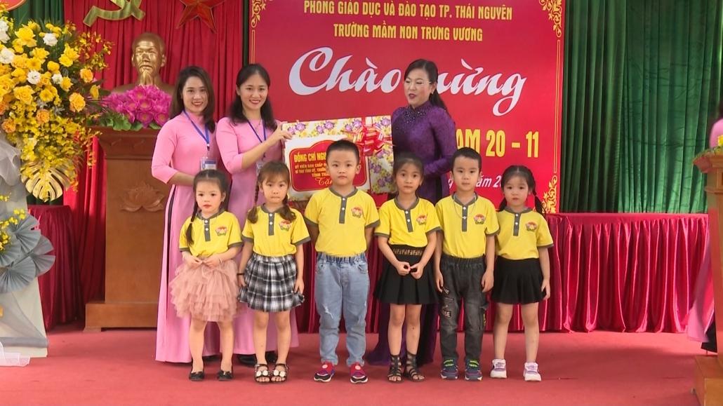 Đồng chí Bí thư Tỉnh ủy chúc mừng Trường mầm non Trưng Vương