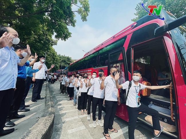 [Photo] 301 tình nguyện viên Trường Đại học Y - Dược Thái Nguyên lên đường chi viện cho TP Hồ Chí Minh