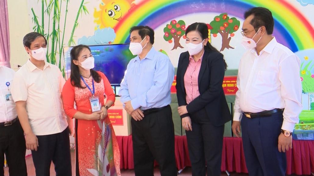 Thủ tướng chính phủ thăm, động viên một số trường học trên địa bàn tỉnh Thái Nguyên