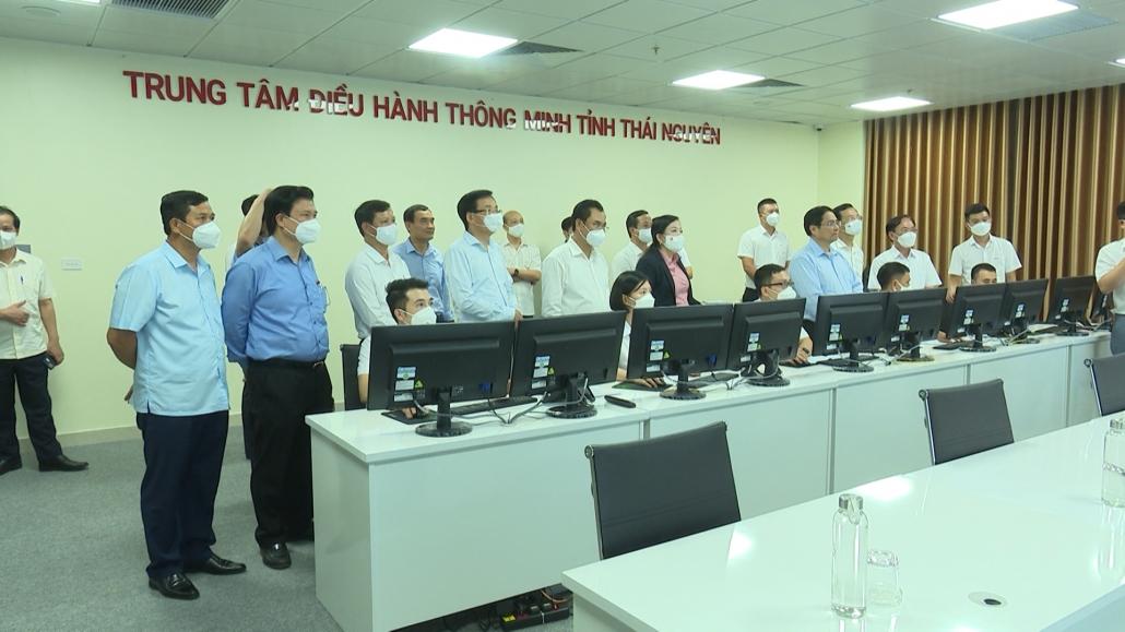 Thủ tướng Chính phủ Phạm Minh Chính thăm Trung tâm điều hành thông minh tỉnh (IOC)