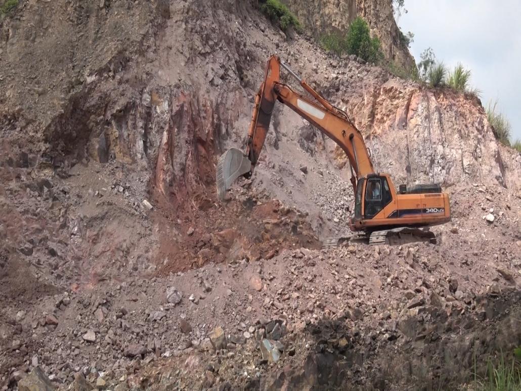 Xung quanh việc hoạt động của mỏ đất san lấp Núi Đậu