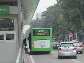 Đã xử phạt tài xế xe biển xanh đi vào làn cho xe buýt nhanh