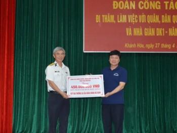 Thái Nguyên tặng quà cho quân và dân huyện đảo Trường Sa