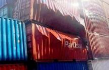 container chua nguyen lieu phat no tai cang cat lai