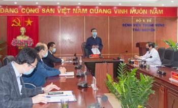 lanh dao tinh tham dong vien cong tac phong chong dich covid 19 tai benh vien trung uong thai nguyen