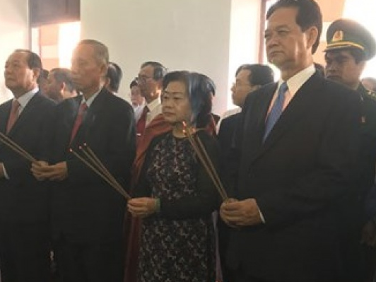 Lãnh đạo TP.HCM dâng hương, dâng hoa tưởng nhớ Chủ tịch Hồ Chí Minh