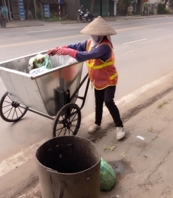 phu luong can nhan rong hinh thuc thu gom rac thai sinh hoat bang xe day tay