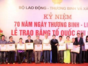 Lễ trao Bằng Tổ quốc ghi công cho thân nhân 498 liệt sỹ