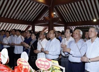 thu tuong chinh phu va chu tich quoc hoi dang huong tuong niem chu tich ho chi minh
