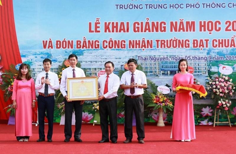 thai nguyen ron rang khong khi khai giang nam hoc moi 2019 2020