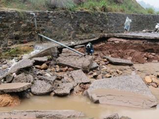 Chủ tịch nước Lào gửi điện thăm hỏi về thiệt hại mưa lũ ở Việt Nam