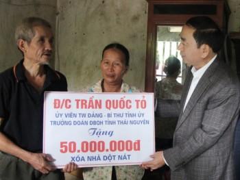 Đồng chí Bí thư Tỉnh ủy dự Ngày hội Đại đoàn kết tại phường Chùa Hang, TP Thái Nguyên