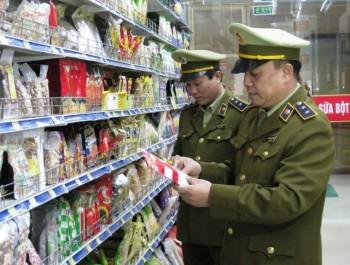 Đội quản lý thị trường Số 2, Cục QLTT tỉnh Thái Nguyên tăng cường kiểm tra, kiểm soát thị trường dịp cuối năm