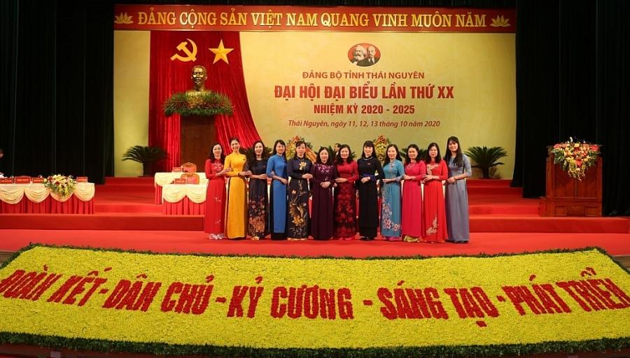 [Photo] Các đoàn đại biểu chụp ảnh lưu niệm tại Đại hội Đại biểu Đảng bộ tỉnh lần thứ XX